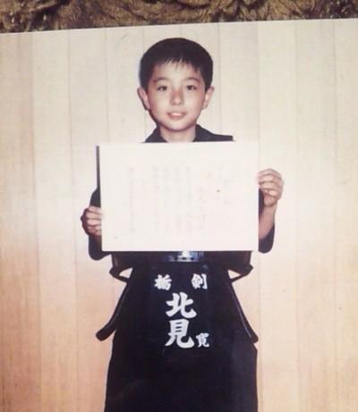 こちらは、北見さんの子供時代の画像です。